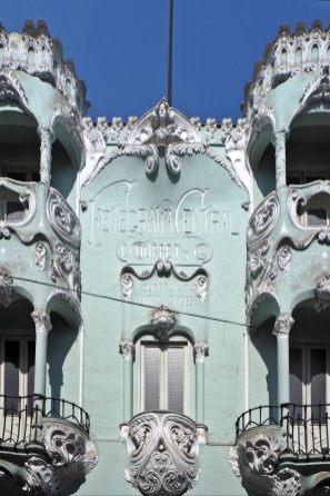 La façade Art Nouveau de du studio de photo fondé en 1863 par un photographe français, Eugène Courret.