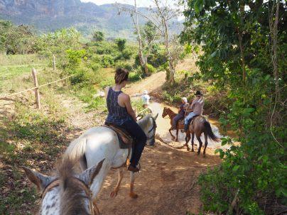 Excursion à cheval dans la campagne autourd de Vinales