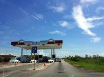 Le péage / checkpoint de la route vers Cayo Coco, qui filtre l'accès des personnes