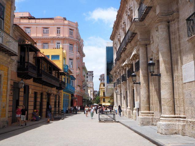 Hôtel Ambos Mundos (en rose), Hôtel de l'écrivain Ernest Hemingway à la Havane