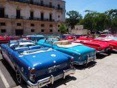 Voitures rutilantes à La Havane, Cuba