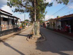 La rue des restaurants à Vinales