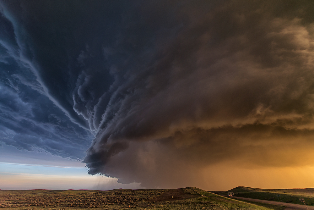 A supercell thunderstorm gathers. Photo by Niccolò Ubalducci.
