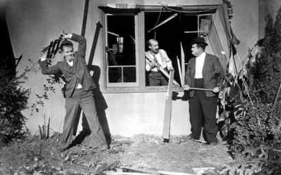 stan-laurel-james-finlayson-centre-and-oliver-hardy-in-the-1929-short-film-big-business
