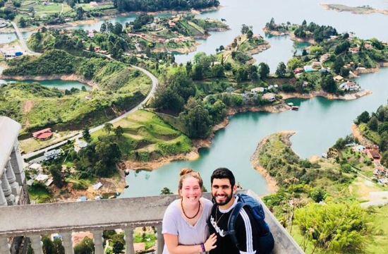 Gabriella and her boyfriend Dean in Guatapé / Gabriella y su novio Dean en Guatapé