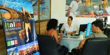 The offer of travel packages to Europe has been well received by Cubans with more resources / Photo: Julio Batista.