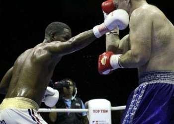 Leinier Peró contra Vladan Babic / Foto: World Series Boxing 2015.