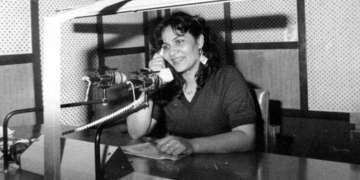 Consuelo Almaguer en la popular emisora Radio Mambí en Santiago de Cuba
