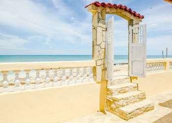 Casa particular at the Brisas del Mar beach community. / Photo: Airbnb