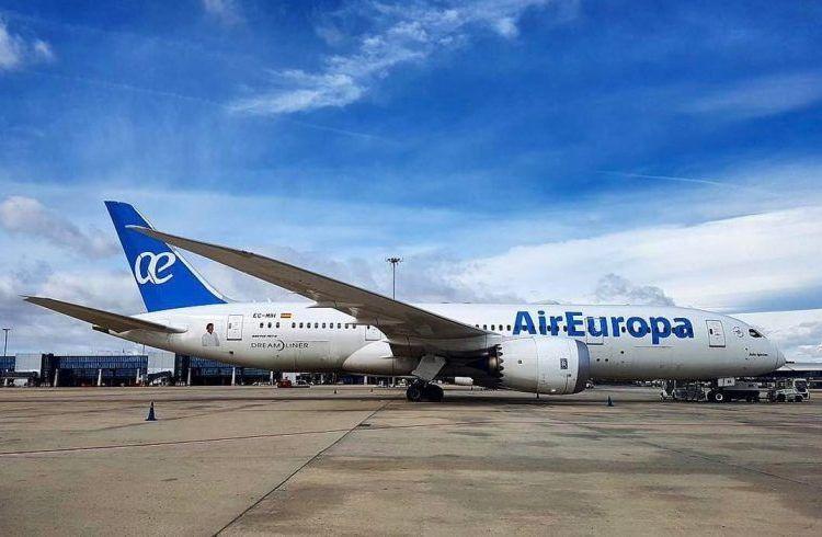 The first Boeing 787 Dreamliner in Havana. Photo: Air Europa.