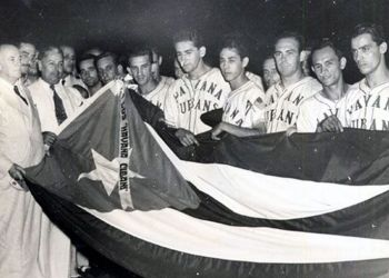 The Havana Cubans celebrating their triumph the 1946 championship of the Florida International League. Photo: elnuevoherald.com.