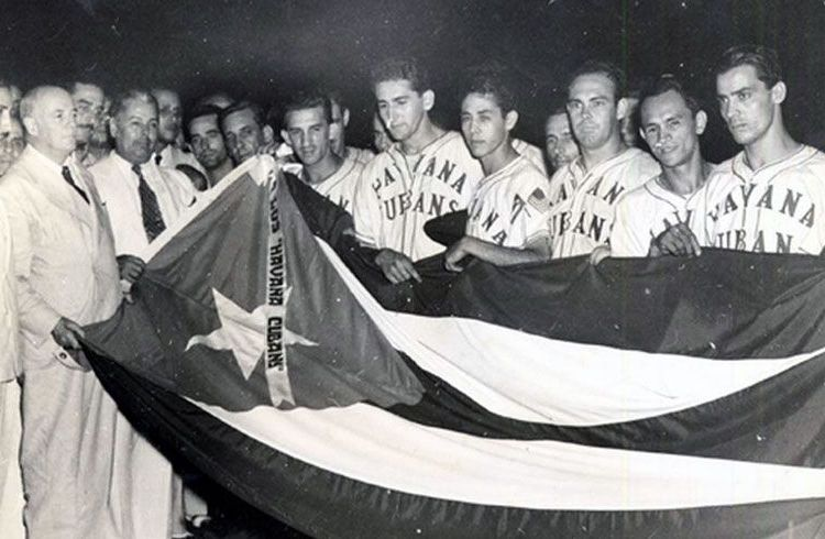 The Havana Cubans celebrating their triumph the 1946 championship of the Florida International League. Photo: elnuevoherald.com.