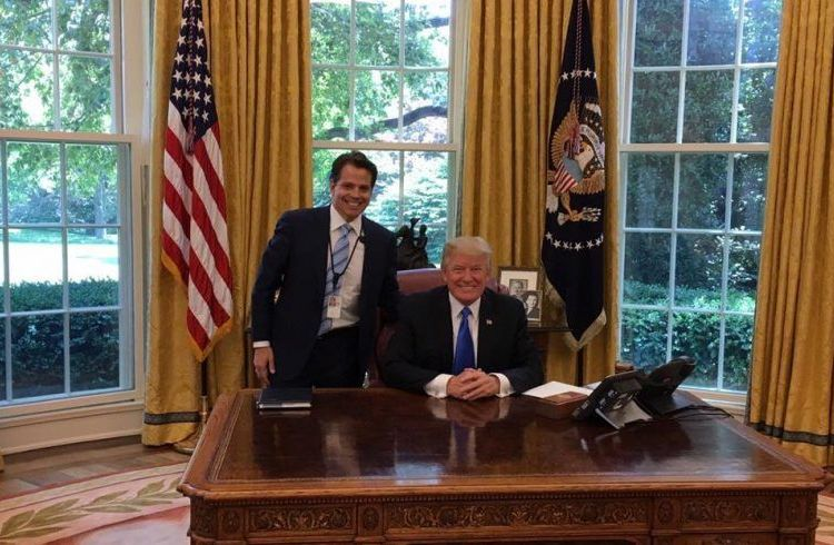 Standing by President Trump in the Oval Office. Photo: Taken from Anthony Scaramucci's FB.