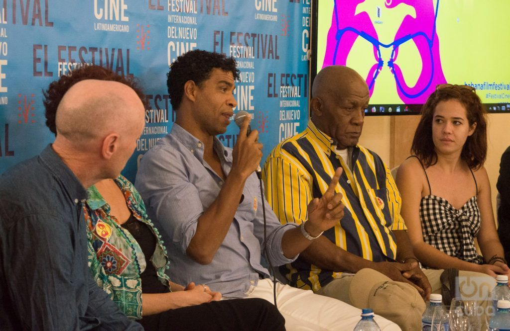 Cuban dancer and choreographer Carlos Acosta speaks at the press conference about the film Yuli at the 40th International Festival of New Latin American Cinema in Havana, along with other members of the film team. Photo: Otmaro Rodríguez.