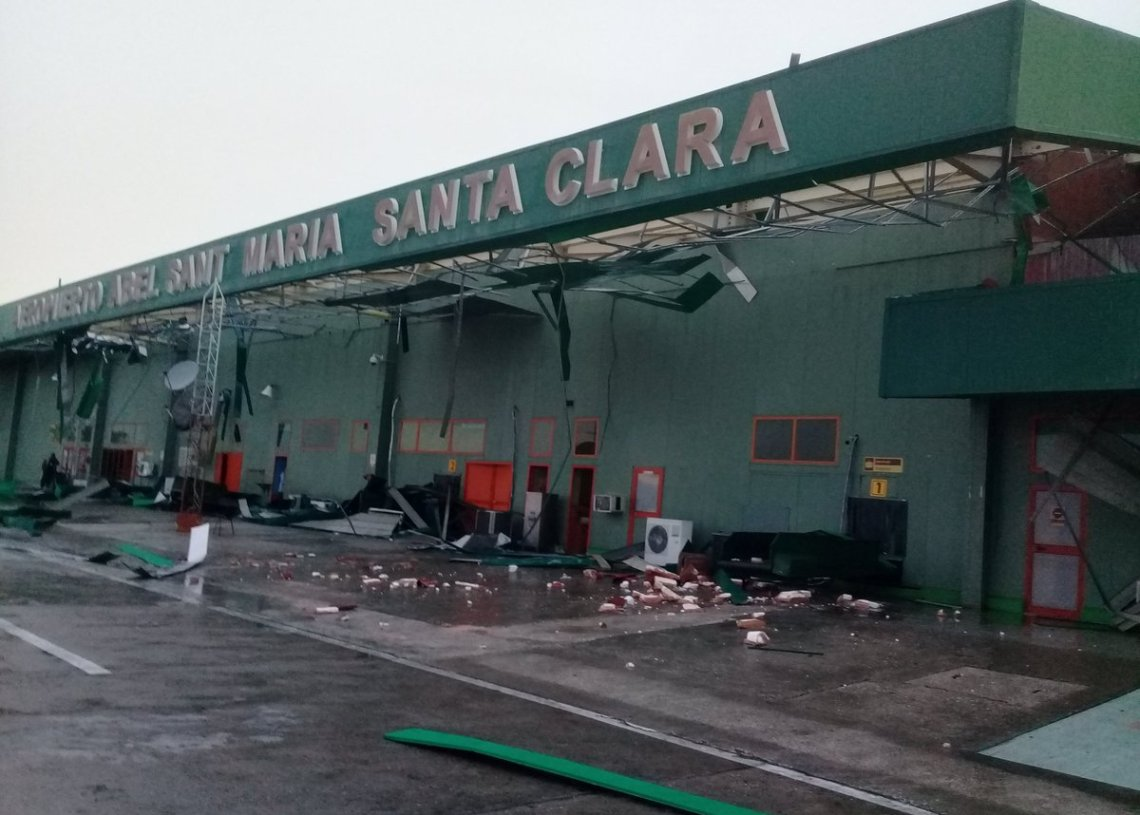 Damage caused to the Abel Santamaría International Airport in Santa Clara, in central Cuba, by a severe local storm on April 28, 2019. Photo: @teleyradio / Twitter.
