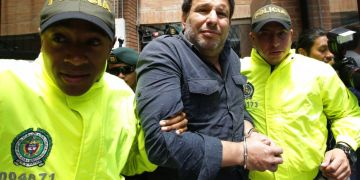 Cuban Raúl Gutiérrez Sánchez (center), after his arrest in Colombia for being an alleged Islamic terrorist. Photo: Fernando Vergara / AP / Archive.