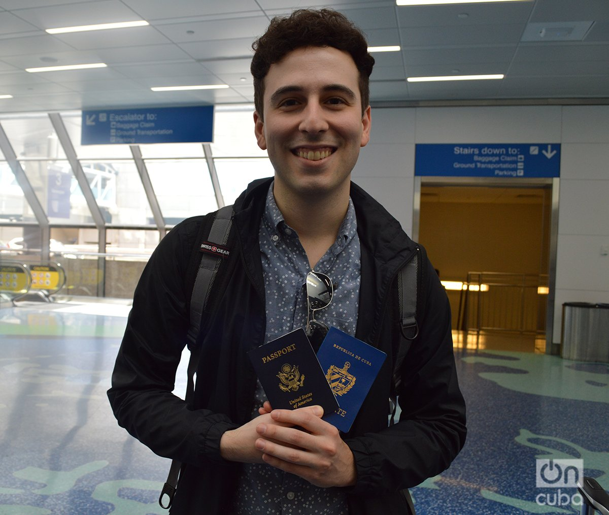 Ivel Posada Martínez travels to Cuba with his two passports, the Cuban and the American. Photo: Marita Pérez Díaz.