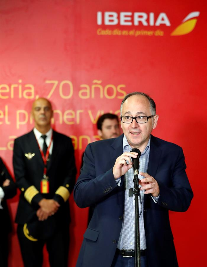 The president of Iberia, Luis Gallego, speaking this Thursday during an awards ceremony for the Spanish company on the 70th anniversary of its first flight to the island, in Havana. Photo: Ernesto Mastrascusa/EFE.