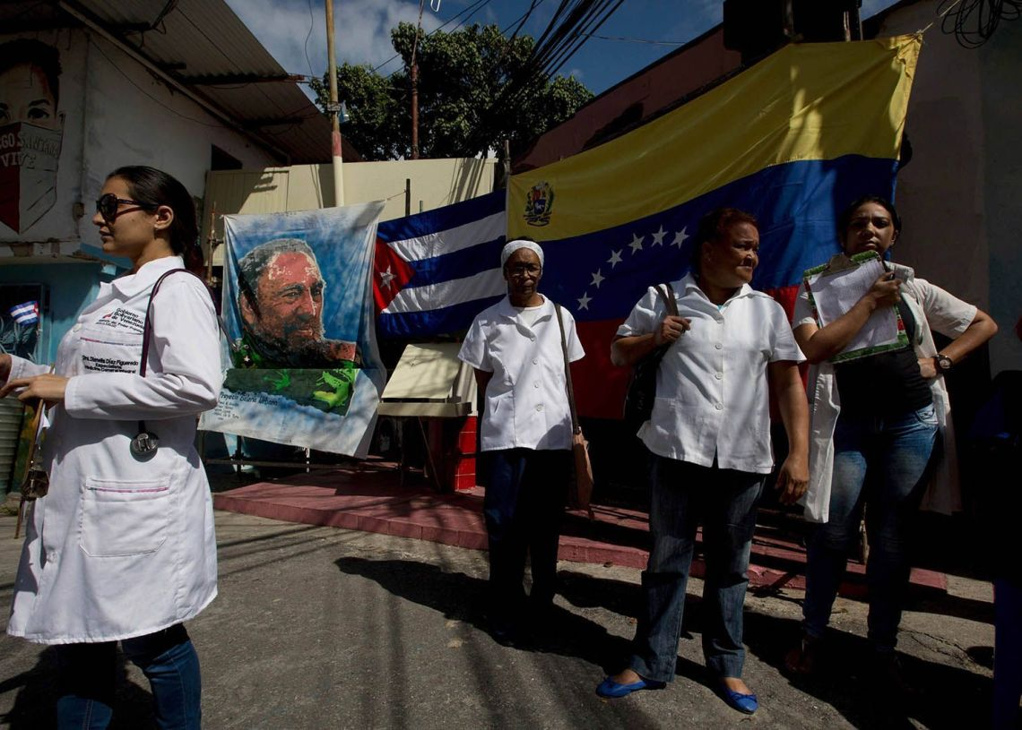 Cuban doctors in Venezuela. Photo: elestimulo.com / Archive.