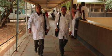 Cuban doctors Assel Herrera (left) and Landy Rodríguez (right), kidnapped on April 12 in Kenya, allegedly by militants of the Al-Shabaab extremist group. Photo: Archive