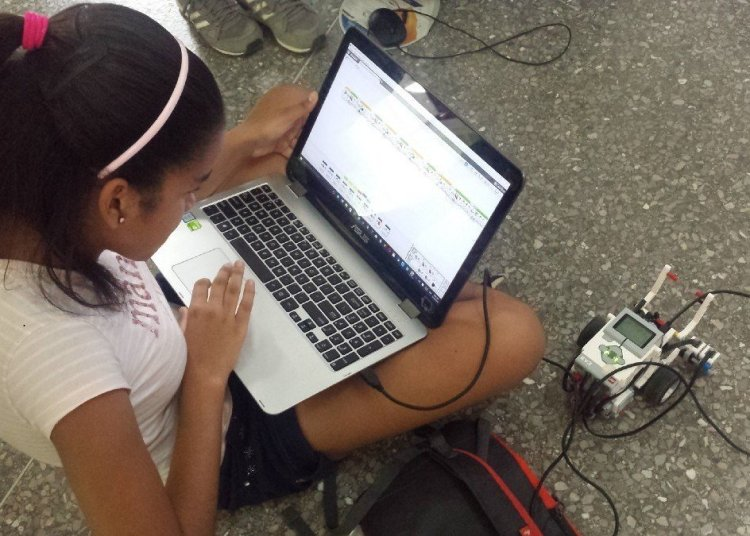 The Cujae Robotics and Mechatronics Group will give workshops parallel to the sample, with children and adolescents.
