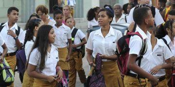 Junior high students in El Cerro, Havana. Photo: Roberto Morejón / ACN / Archive.