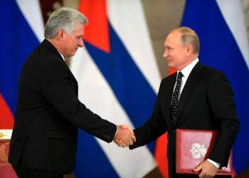 The presidents of Cuba and Russia during Miguel Díaz-Canel's visit to that country in November 2018. Photo: AP.