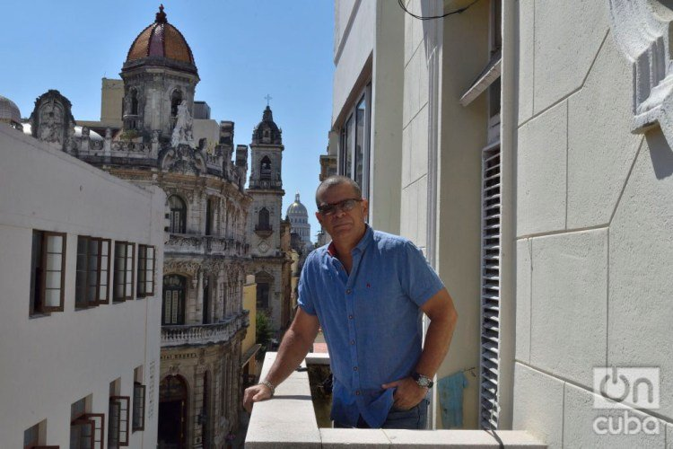 Ernesto Daranas, director and screenwriter, has known how to work for Cuban cinema, radio and television. Photo: Otmaro Rodríguez