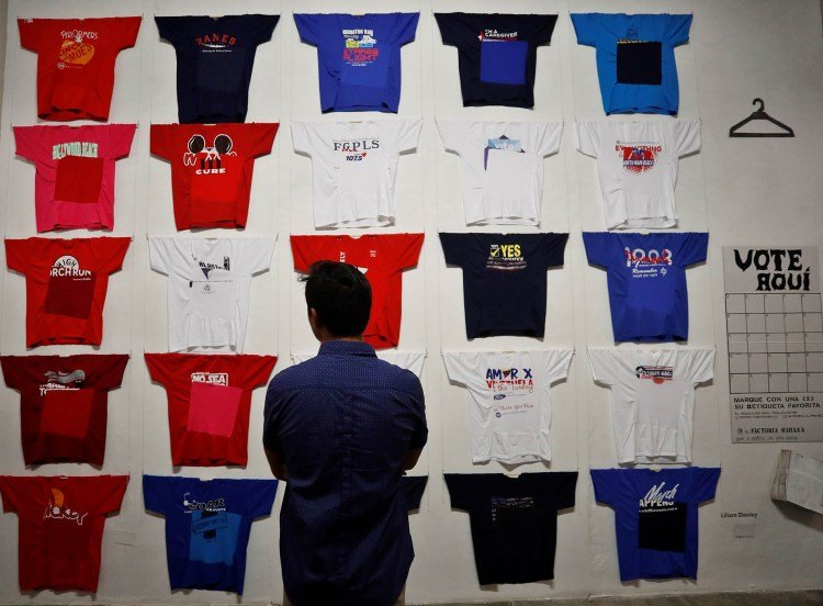 """A person observes one of the works of the """"Conexiones"""" exhibition, organized by Spaniard Concha Fontenla, in the Factoría Habana Gallery. Photo: Yander Zamora / EFE."""