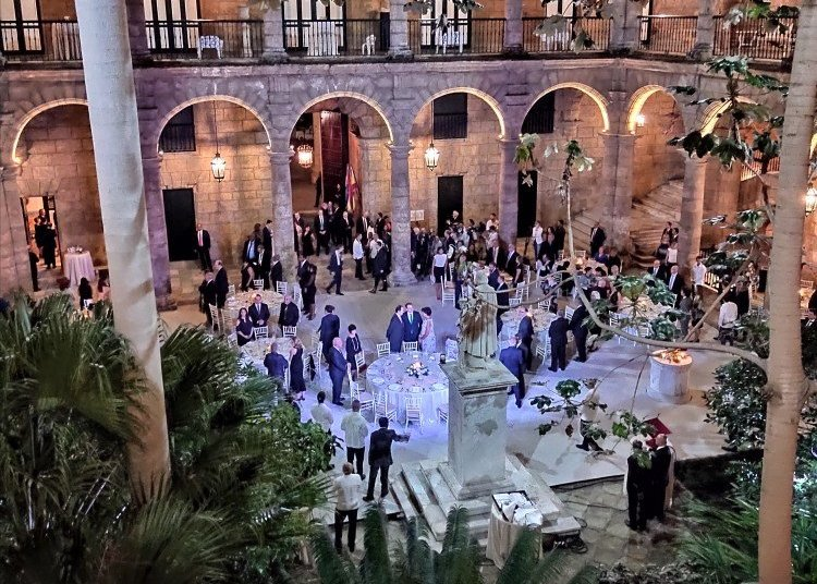 The official dinner hosted by the king and queen of Spain in Cuba took place in the Palace of the Captains General. Photo: courtesy of the interviewees.