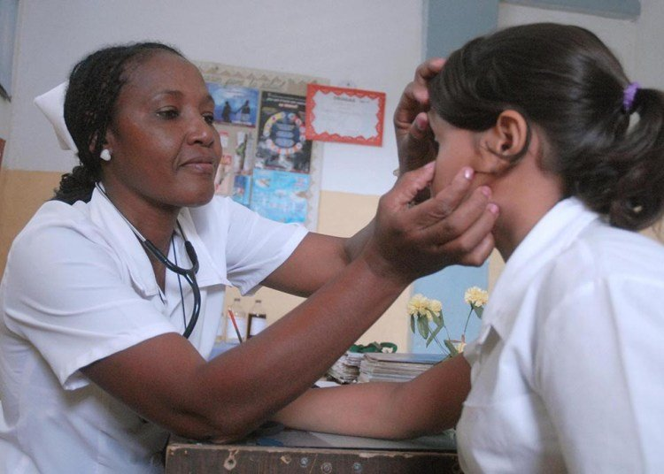 Nurse doing her job in Cuba. Photo: Yaciel Peña / ACN / Archive.