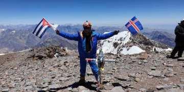Cuban mountaineer Yandy Núñez on top of Aconcagua, in Argentina, the highest mountain in the Americas. Photo: Yandy Núñez's Facebook profile.