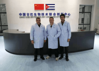 Specialists from the Cuban Center for Genetic Engineering and Biotechnology designed the equipment and laboratories of the new scientific center. Photo: @EmbacubaChina / Twitter