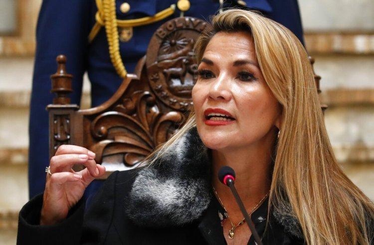 Boliviens Interims-Präsidentin Jeanine Áñez, November 15, 2019 | Bildquelle: https://oncubanews.com/en/world/bolivia-suspends-relations-with-cuba/ © Natacha Pisarenko/AP | Bilder sind in der Regel urheberrechtlich geschützt