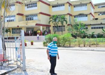 The Alberto Delgado school is one of the centers for the isolation of patients suspected of coronavirus in Sancti Spíritus. Photo: Vicente Brito / Escambray