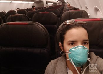 A half-empty plane was flying from Miami to Havana on March 24, just when the 14-day isolation measure came into effect for all those who arrived in the country from that day on. Photo: Mónica Rivero.