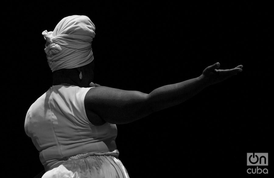 Las raíces transitan toda la obra de esta muchacha de 25 años y voz poderosa. Foto: Claudio Pelaez Sordo.