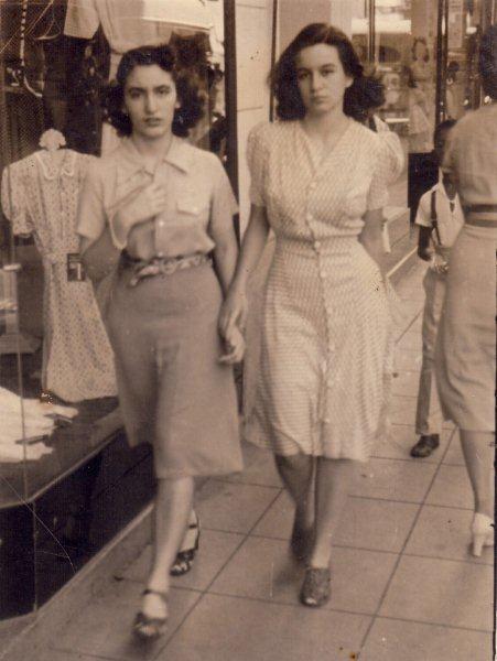 Fina y Bella, en la época en que vivían en Neptuno. Foto: Archivo personal de la autora.