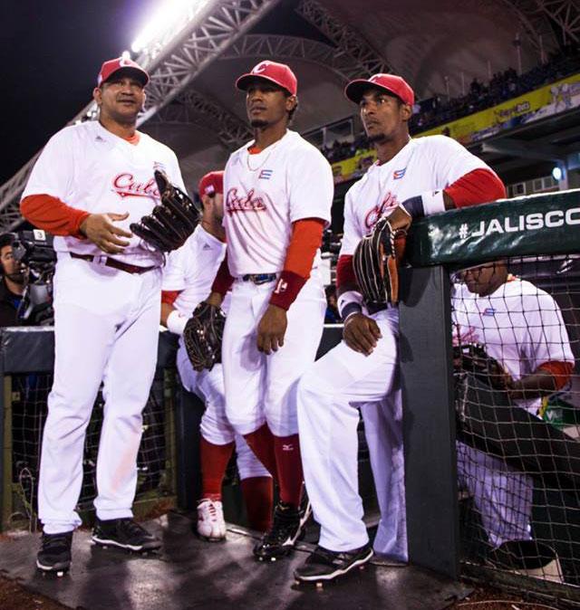 Cepeda, Roel Santos y Gracial (de izquierda a derecha) fueron tres de los mejores bateadores de Cuba en Jalisco. Foto: @SDCJalisco2018 / Facebook.