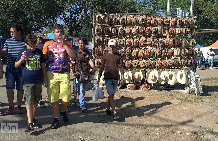 Volvieron la espectacularidad del rodeo; la música (rancheras mexicanas y hasta reguetón); el puerco asado y la venta de insumos agrícolas. Foto: Otmaro Rodríguez.