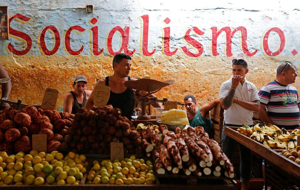 Mercado estatal en La Habana. Foto: Desmond Boylan / AP.