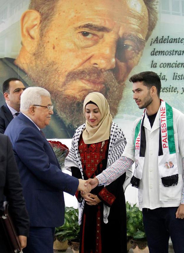 Abbas fue recibido en la ELAM por los estudiantes de Palestina becados en el centro. Foto: Ernesto Mastrascusa / EFE.