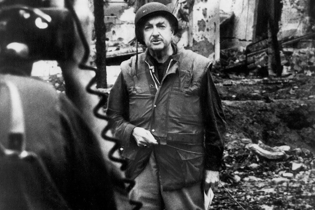 Walter Cronkite reportero de CBS, desde Viet Nam.