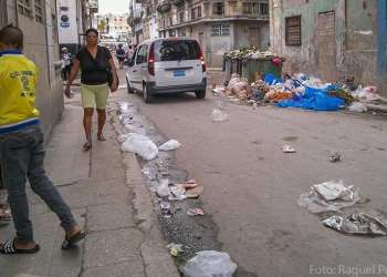 La basura en Cuba se ha convertido en un serio problema, desde hace unos años ha crecido la cantidad de desechos sin que su recogida y procesamiento estén a la altura de las necesidades / Foto: Raquel Pérez