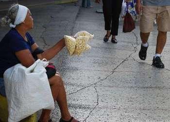 Las jubilaciones han perdido casi todo su poder adquisitivo por lo que muchos ancianos se ven obligados a trabajar para sobrevivir.