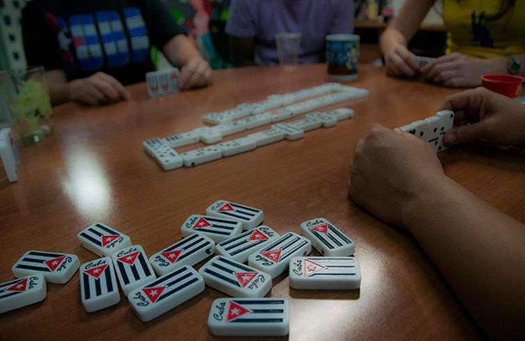 Juego de dominó en Cuba