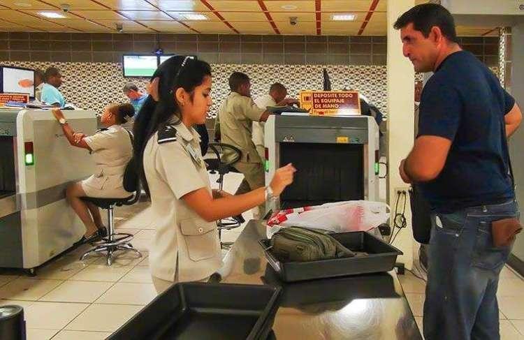 Aduana en el Aeropuerto Internacional José Martí de La Habana. Foto: Raquel Pérez.
