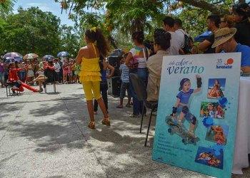 La presentación de las rebajas en los precios de los hoteles se desarrollan en el parque central de la Provincia de Ciego de Ávila / Foto: Marita Pérez Díaz.