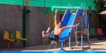 Las piscinas de particulares se han convertido en una opción para un sector de cubanos con ingresos medios / Foto: Raquel Pérez.