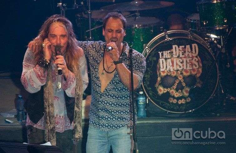 Concierto-de-The-Dead-Daisies-en-el-Maxim-Rock,-Cuba-4